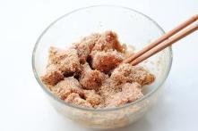 粉蒸排骨,再加2大匙水或高汤拌匀待用。