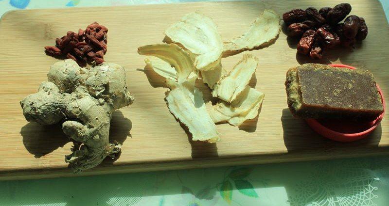 当归生姜红枣红糖茶,准备好材料。