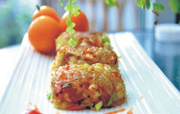 土豆胡萝卜丝饼,出锅装盘就可以品尝了