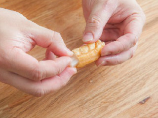 糖醋素排骨,油条中插入焯水过的藕条。