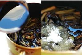 上海本邦葱油面,倒入生抽、老抽和白糖。