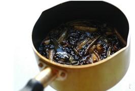 上海本邦葱油面,继续在火上小火煮至表面起泡,关火即可。