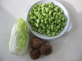 炒蚕豆,根据人数准备好适量的蔬菜
