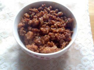 杂酱酸辣粉,大火收汁后起锅装碗待用。