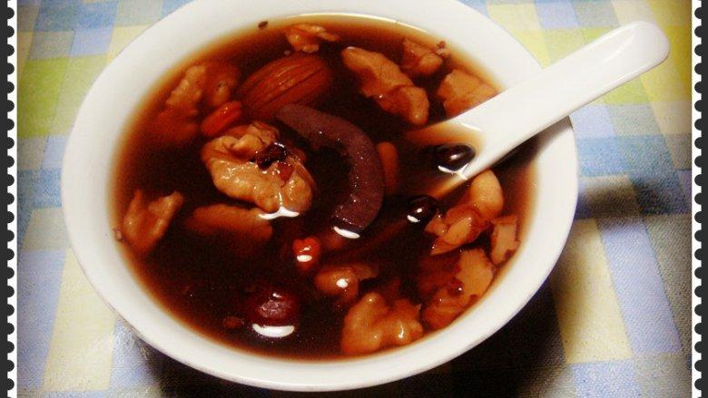 核桃黑豆炖猪腰
