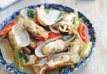 葱姜炒蛏子,趁热食用吧。