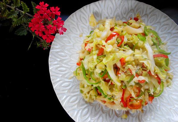 双椒炒包菜