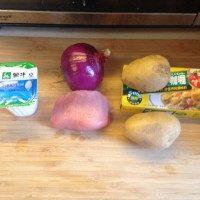 咖喱猪排饭,准备材料。