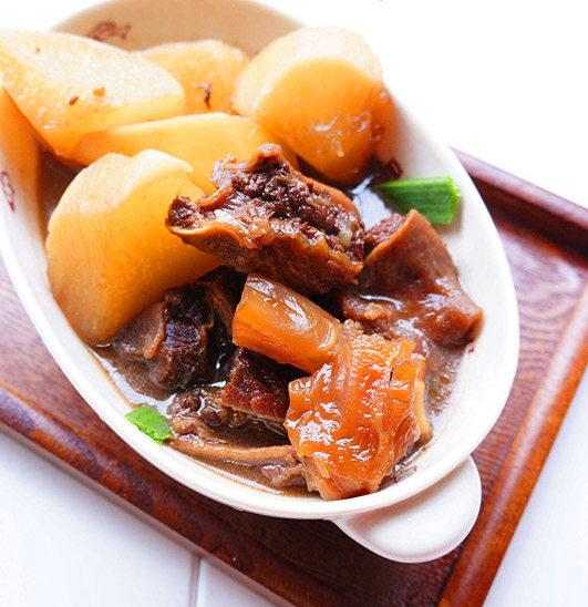 萝卜焖牛筋腩