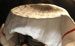 灯笼面包,然后将面团放置温暖处,发酵1个小时至面包发至2倍大