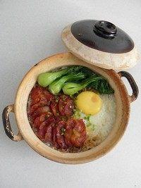 腊味煲仔饭,将小油菜摆在米饭上就可以了。