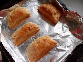 法风烧饼,飞饼烤至金黄色就能从烤箱取出了
