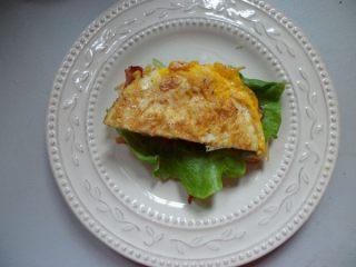 法风烧饼,放上半个鸡蛋