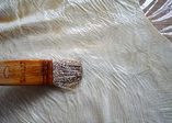 素鸭(家庭版),豆油皮大张切成合适大小的较小片,放在铺好的保鲜膜上,均匀刷上之前调好的调味汁。