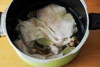 紫苏爆牛肚,将用于卤制的调料和牛肚一起放入高压锅,我用的喜力特二档大概25-30分钟,上汽了转的中小火