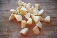 苹果燕麦粥,苹果去皮、去掉苹果核切块