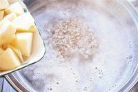 苹果燕麦粥,烧开后加入苹果