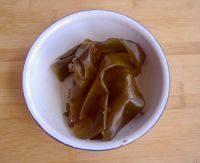 萝卜海带排骨汤,干海带用水浸泡一晚上,等体积变大以后,多洗几次,洗净沙土