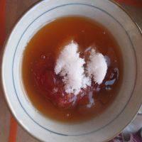 泰式菠萝虾球,泰式甜辣酱、番茄酱、糖混合。