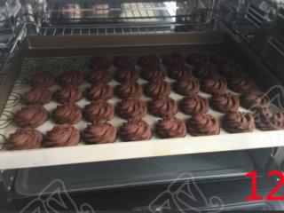 巧克力曲奇,巧克力曲奇出炉,晾凉,装密封袋即可