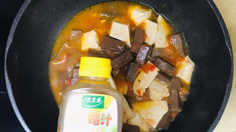 酸辣豆腐,淋入鲜鸡汁