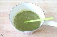 抹茶冰激凌,把搅拌均匀的抹茶糊倒入蛋奶液里搅拌均匀,放置一边晾凉。