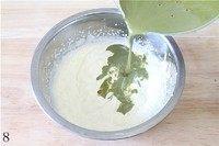 抹茶冰激凌,晾凉的抹茶蛋奶液糊倒入淡奶油里。