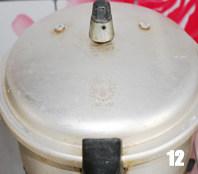 酱炖芸豆,盖上锅盖,扣上响阀,大火,阀响后1分钟关火,静置5分钟左右可以揭盖后揭开锅盖,若锅内汤较多可以再大火收下汤汁。