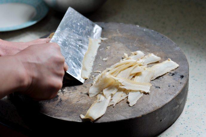 虎皮烧椒拌牛肚,熟牛肚切成薄片