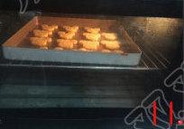 米奇饼干,烤箱预热,180度,送入烤15分钟左右即可