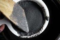 黑芝麻糊,将打好的糊分批过滤出芝麻水,可以用木铲帮助按压;