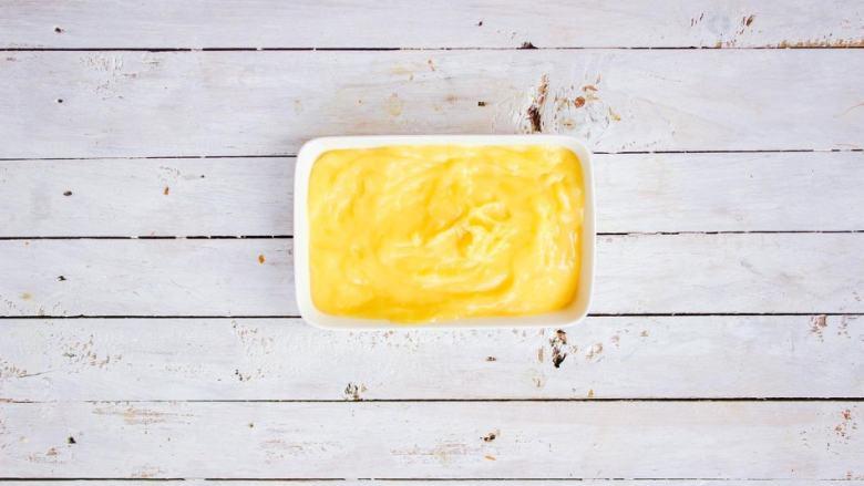 柠檬塔,倒入容器中,降温后密封冷藏隔日在使用