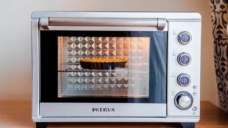 柠檬塔,再次放入烤箱:170度 中层 上下火 15分钟 (出炉时塔馅儿略微晃动、塔皮边缘金黄色)