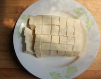 家常烧豆腐,<a style='color:red;display:inline-block;' href='/shicai/ 476'>北豆腐</a>一盒切块备用。