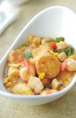 蚝油虾仁玉子豆腐,撒葱花,装盘即可。