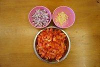 黑橄榄培根虾仁披萨,材料全部切碎
