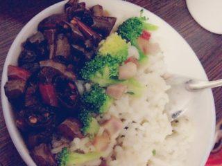 西兰花咸肉炒饭