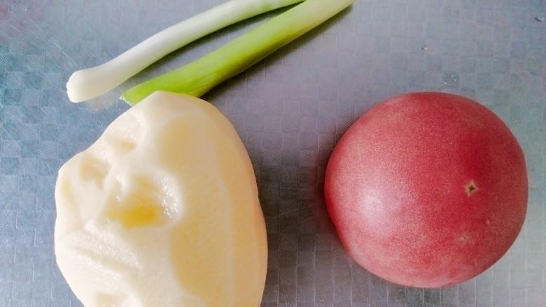 西红柿炒土豆丝,准备好食材!
