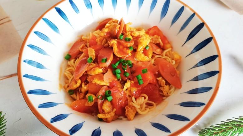 西红柿香肠鸡蛋拌面