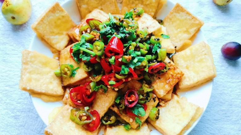 酸辣豆腐,夏天来一盘这样的酸辣豆腐是非常下饭开胃的哦!