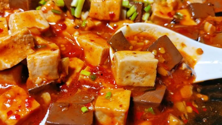 鲜嫩十足下饭神器鸭血豆腐