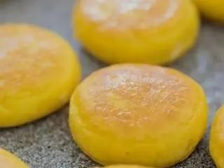 红薯香蕉小饼,捏成小团