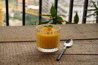芒果酸奶布丁,吃的时候中央放酸奶,加入芒果粒装饰即可