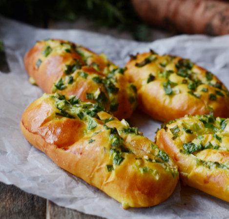 胡萝卜葱面包