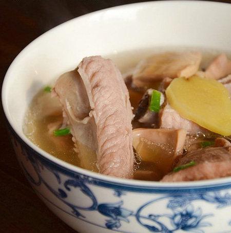 墨鱼排骨汤
