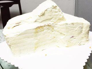 汽车总动员麦昆汽车蛋糕,奶油抹平