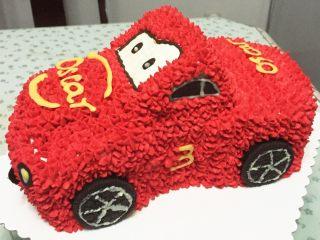 汽车总动员麦昆汽车蛋糕,用巧克力笔,做出眼睛车灯等其他装饰