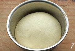 照烧花枝包,放入30度左右的烤箱,发酵至面团涨发至2倍大;