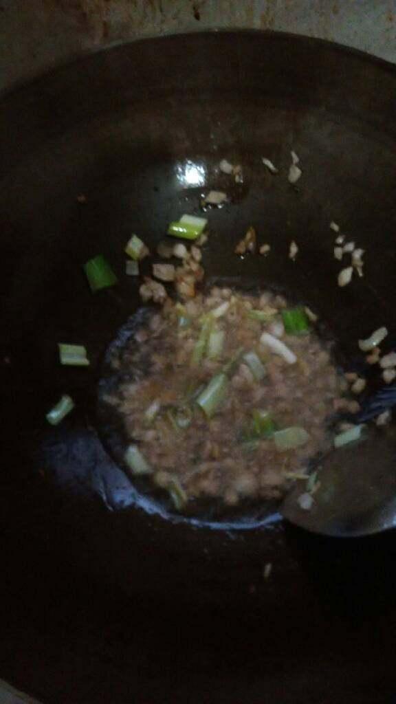 肉末豌豆,再放葱姜炒