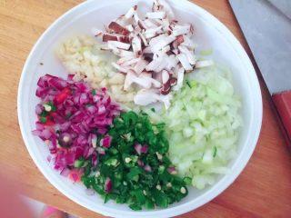 五彩炒饭,葱蒜香菇洋葱切沫